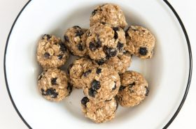 No-Bake Blueberry Muffin Oatmeal Energy Balls